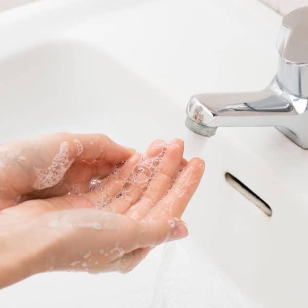 Women-washinh-her-hands-with-I-fresh-antibacterial-hand-wash-dalcon-hygiene